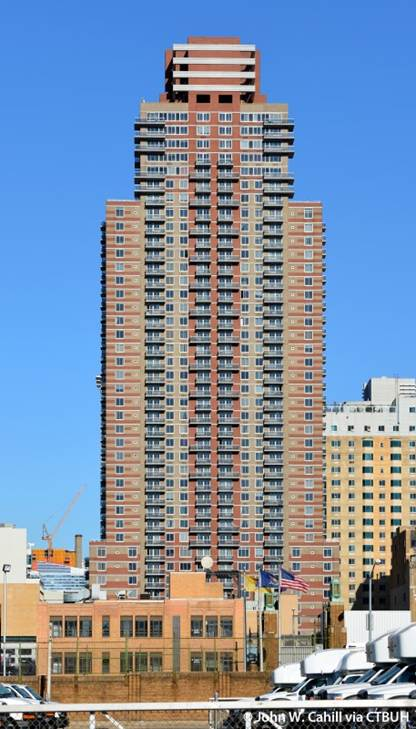 http://images.skyscrapercenter.com/building/riverbank-west-apartments_john-w-cahill2.jpg